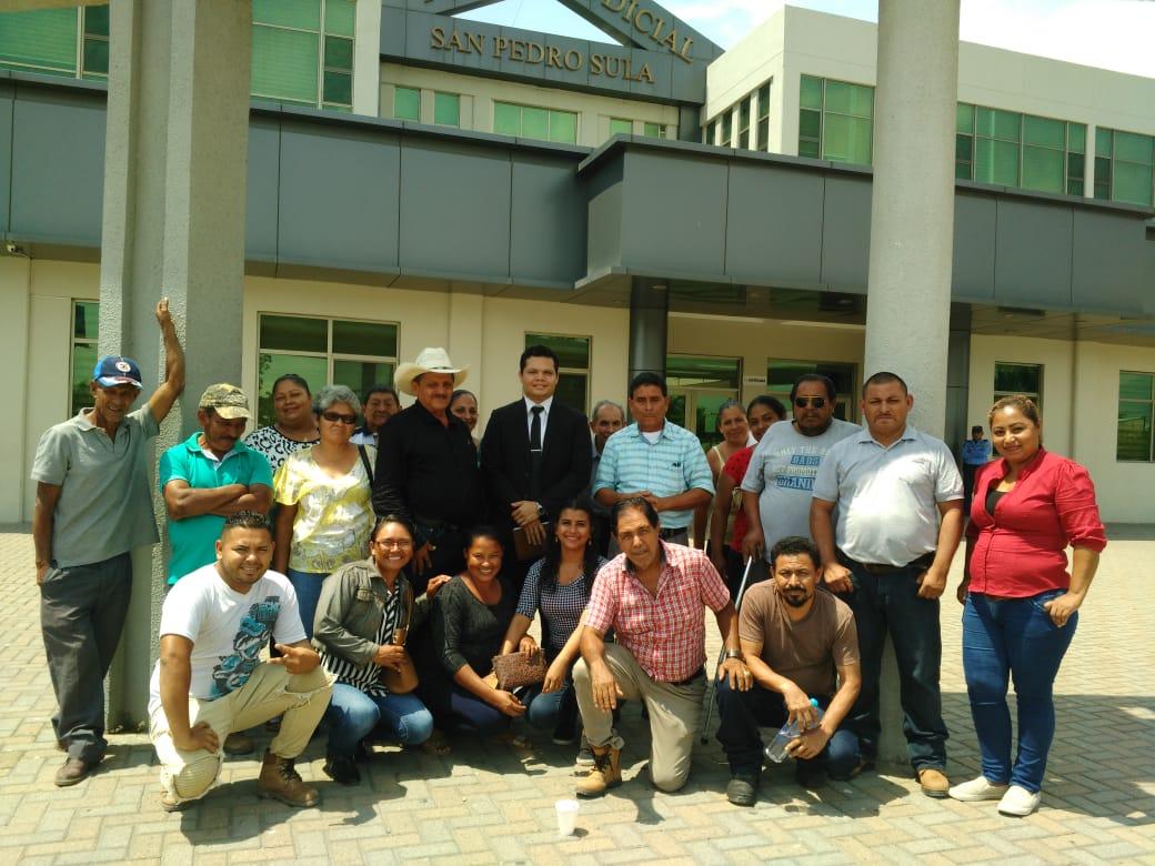 Absueltos 13 campesinos y campesinas acusados de usurpación en el norte de Honduras.